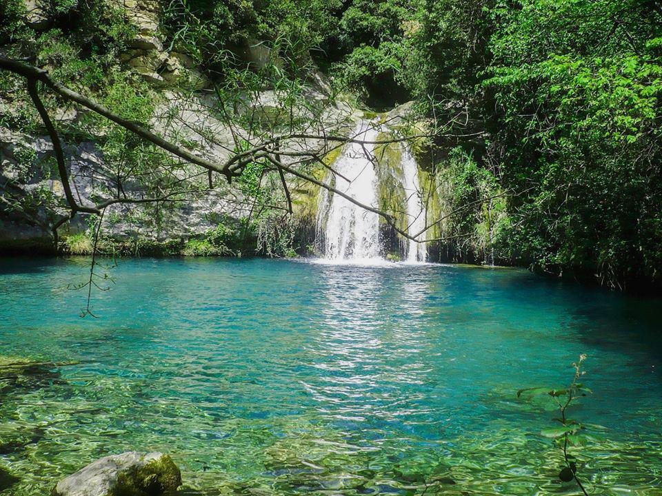 6 pozas y saltos de agua ideales para el verano en for Piscinas del montseny